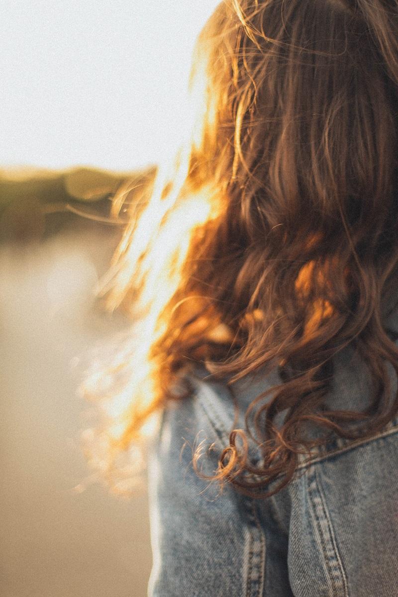 cheveux-brillants-femme