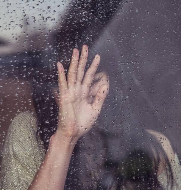 femme-triste-deuil-obseques