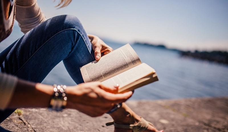 dfce0507f6c par Mylène Publier son roman est le rêve de beaucoup de Français. Mais comment  publier un roman   Vaut-il mieux choisir l autoédition ou essayer de se  faire ...