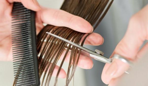 Couper les pointes de cheveux