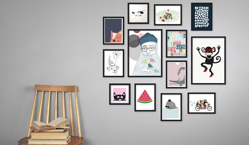 5 conseils pour cr er un mur de cadres so busy girls. Black Bedroom Furniture Sets. Home Design Ideas