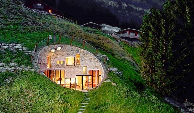 Cette maison troglodyte a t habilement transform e en for Construire une maison troglodyte