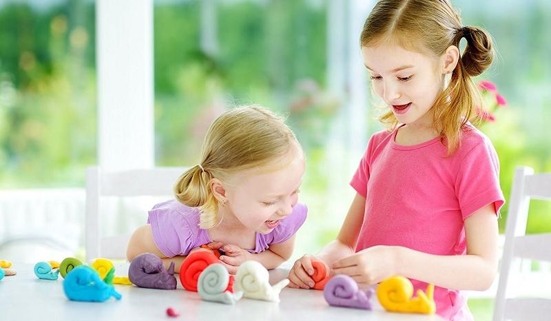 Amusez Vos Enfants Avec Cette Recette De Pate A Modeler Comestible A Faire Soi Meme So Busy Girls