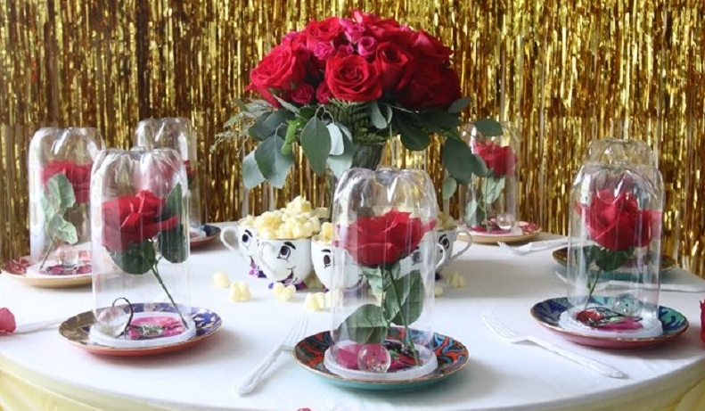 Une magnifique décoration de table La Belle et La Bête pour les plus grands  fans !